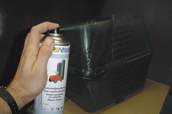 puis prparer la surface laide de la sous couche pour plastiques dupli color et peindre avec la bombe arosol acrylique dupli color ral du coloris - Dupli Color Bombe Peinture